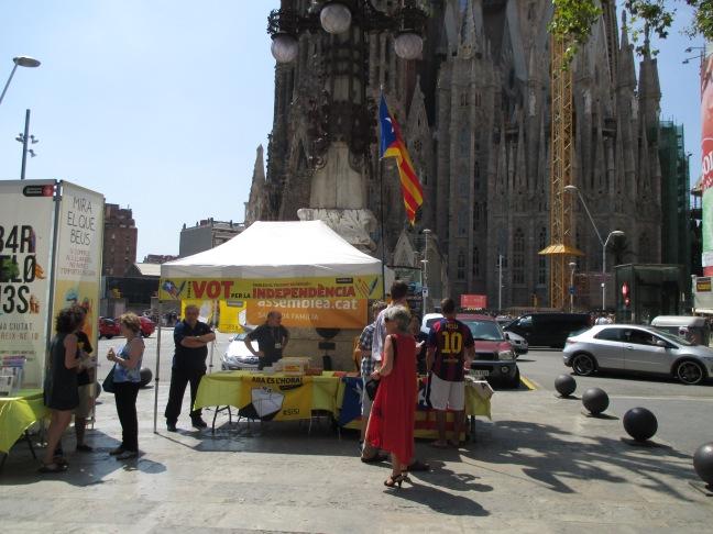 Raccolta di firme e denaro per la Catalogna indipendente