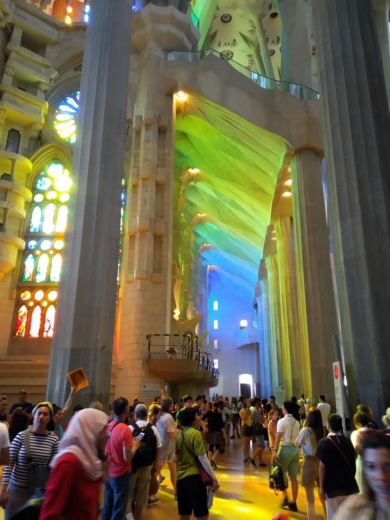 Sagrada Familia: meravigliosa luce che arriva dalle vetrate